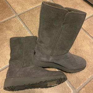 Ugg Amie Gray Boots NWOT Size 8